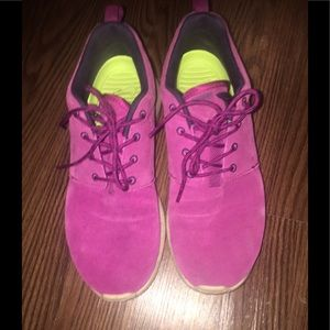 Nike fuchsia and tan sneakers
